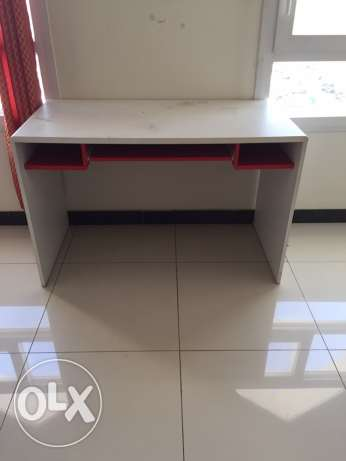 table for sale for 5 rials مسقط -  1