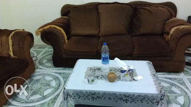 Sofa 7 Seater (3+2+1+1) very Good condition with table صلالة -  3