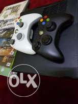 Xbox 360 + 7 games + 2 controllers