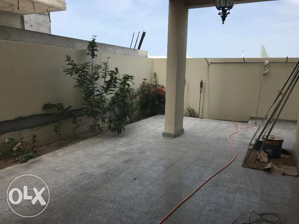 Villa for rent in al mawaleh north close to wave