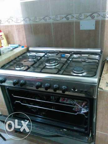 Cooker with gas oven and gas grill