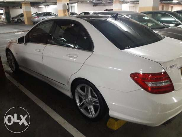 Expat owned, single owner, Mercedes Benz C200, Pearl white, Low kms مسقط -  3