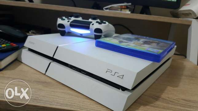 PS4 500GB with warranty, two pads and two games. الغبرة الشمالية -  1