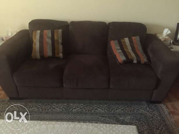 6 Seater Elegant Sofa for sale brown color + free table صحار -  2