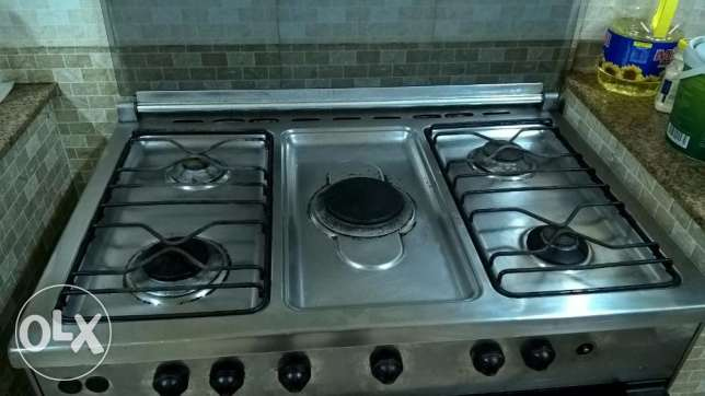 Cooking top for Sale - 5 Burner (1 Freebie as well with this) السيب -  1