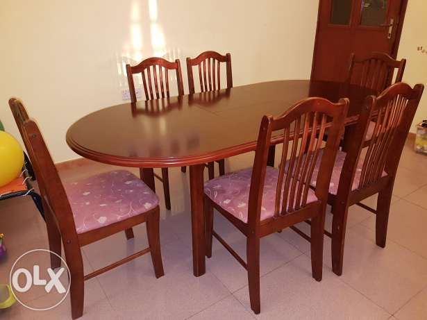 Dinning table with 6 chairs. Extendable. From 150cm to 193 cm length.