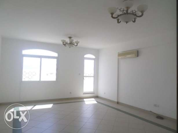 2 BR Lovely Penthouse Flat in Qurum بوشر -  1