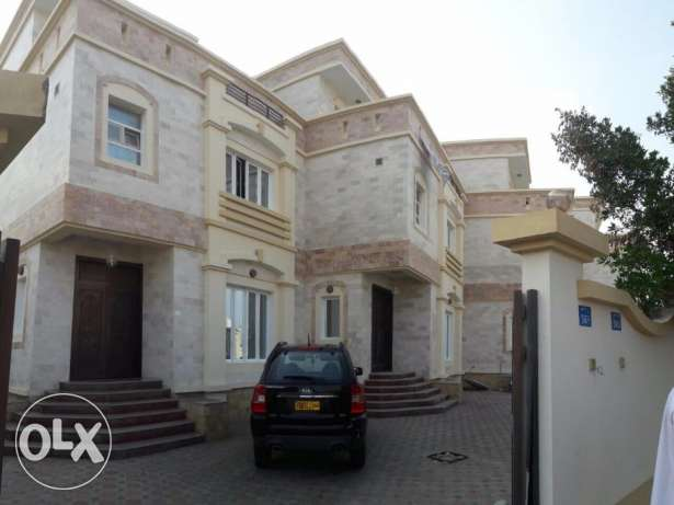 villa for rent in al mawaleh south behind macdonald
