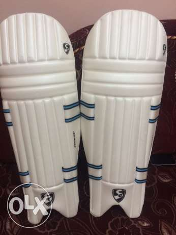 SG cricket pads only 700 grams.. very light. whatsap me