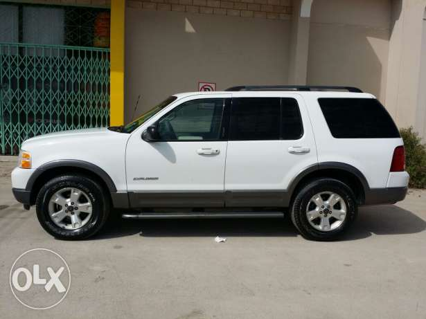 Ford explorer 2004 full option with sunroof for sale صلالة -  4
