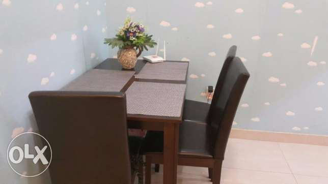New pan furnishers dining table with 4 chairs and dining mats