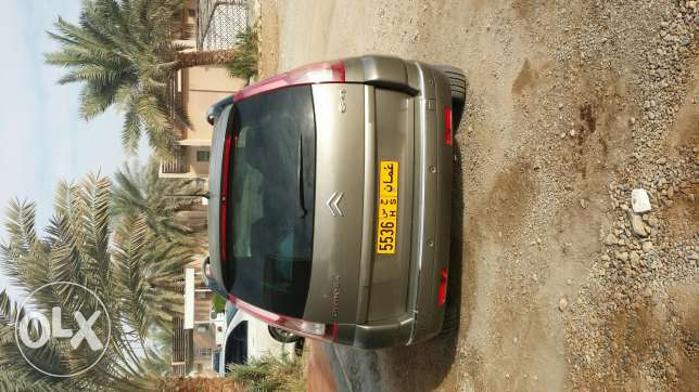 Car for sell Picasso 8 seaters مسقط -  3