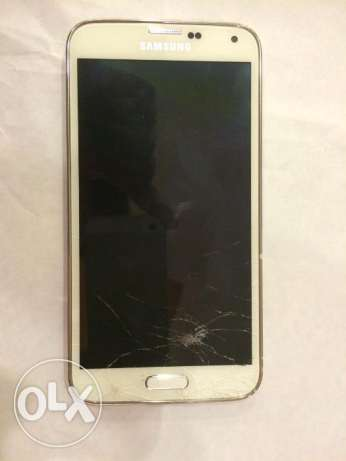 Samsung S5 16gp for sale some screen damage but good working مسقط -  1