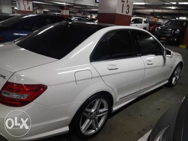 Expat owned, single owner, Mercedes Benz C200, Pearl white, Low kms مسقط -  2