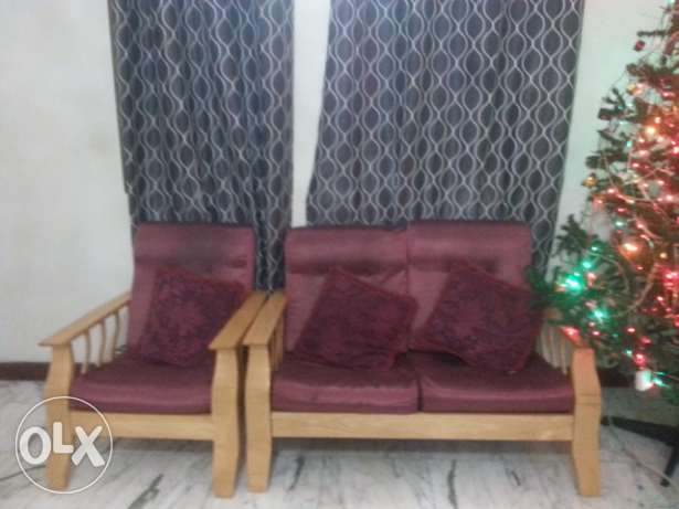 Sale of sofa set-3+2+1+1+center & side table (at wattayah) روي -  2