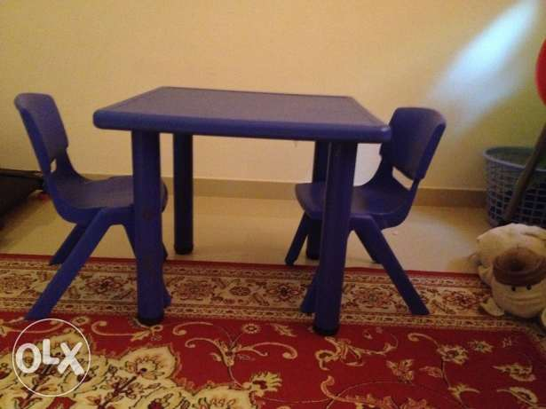 Two kids chairs with table for sale مسقط -  1