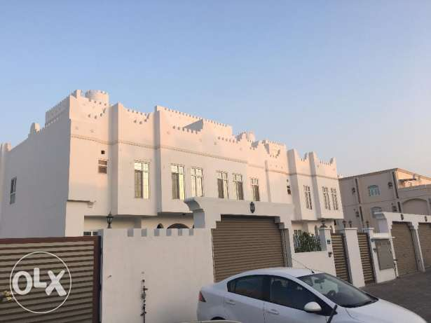 villa for rent in al ozaiba .