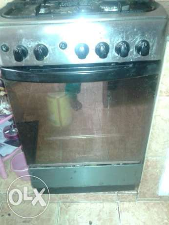 Cooking range with cylinder