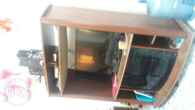 Tv stand for urgent sale بوشر -  1
