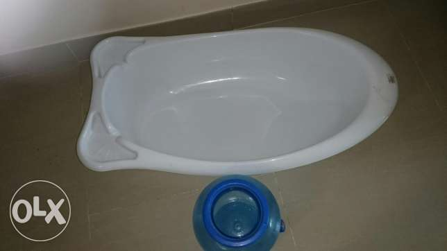 Baby bath tube and water dispenser