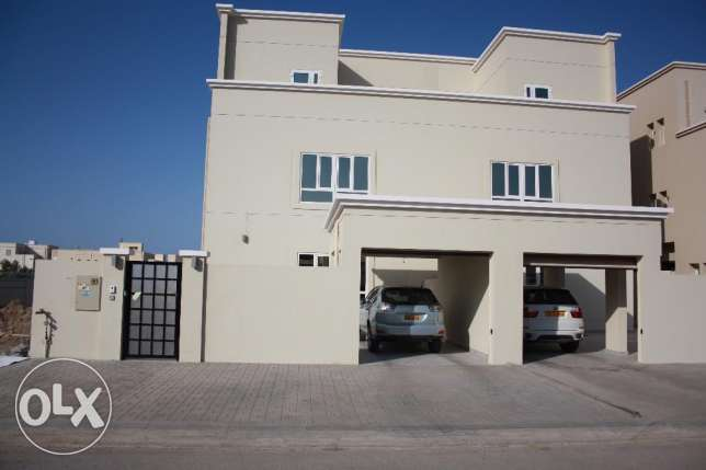 beautiful villa for rent in al mawaleh north for 850 rial