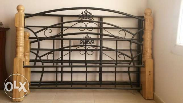 Queen Bed for sale مسقط -  1