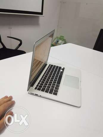 "An extremely clean MacBook Air ""like new"" with the box and everything! السيب -  3"