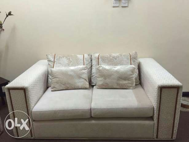 Sofa set ( 3+2+2) very good condition bought from home centre مسقط -  3