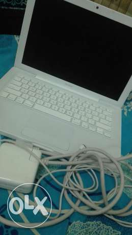 for sale laptope apple ..soo clean