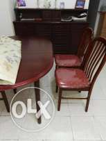 Extendable Mahogany Ovar dining table with 6 chairs
