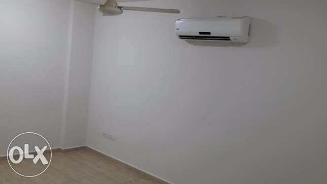 new and nice flat for rent in mazoun street in a book shop building مسقط -  5