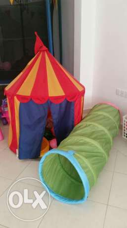 Red tent for sale السيب -  1