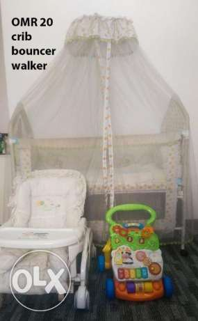Crib, bouncer and walker for sale- 2 years old مسقط -  3