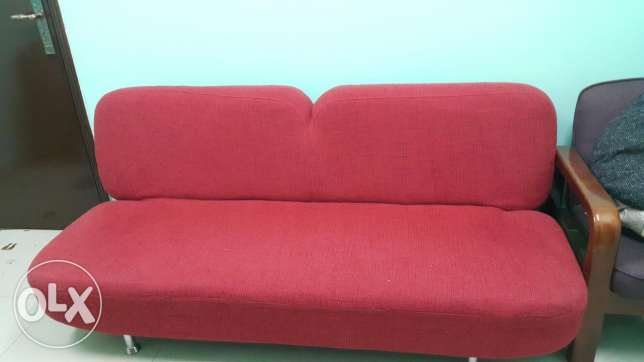 King size bed, 3 door cupboard & sofa com bed almost in new condition السيب -  3