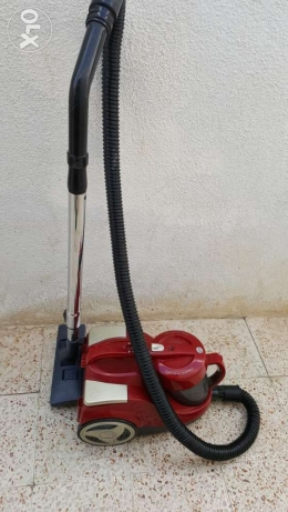 HOOVER cyclonic system 2000w vacuum cleaner. selling
