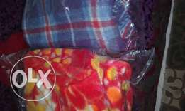 Single blanket red and purple