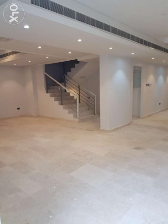 New Town House In Qurum - Near Crown Plaza Hotel - 200M from Beach