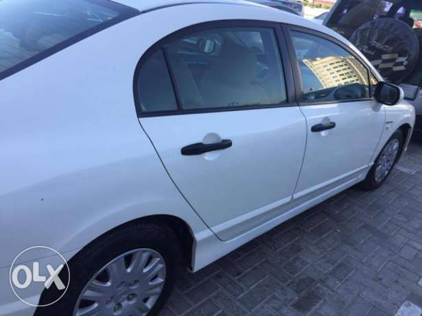 civic only 46000 driven مسقط -  7