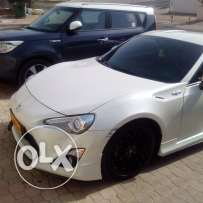 GT86 pearl white