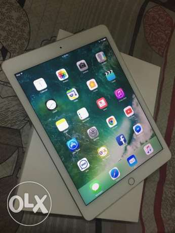 Apple iPad Air 2 16GB Wifi Gold color 100% clean condition مسقط -  2