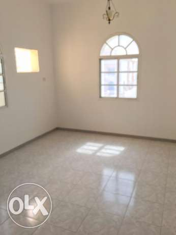 flat for rent in al mawaleh behind sitycenter withoute AC