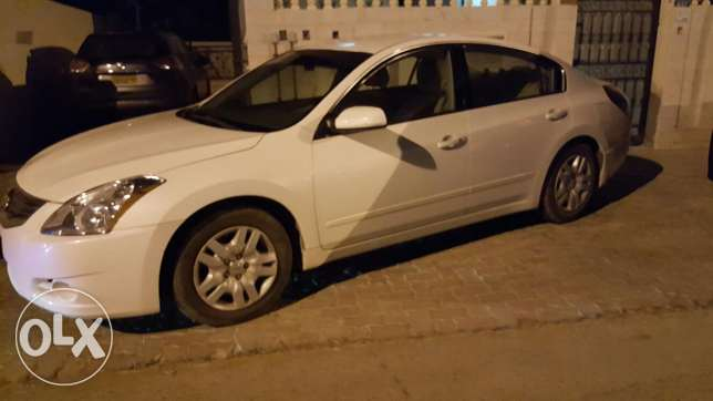 Very nice altima for sale