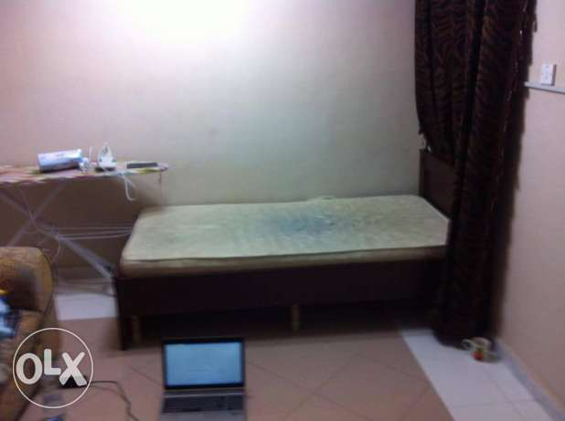 Bed space or single room in furnished with attahced bath