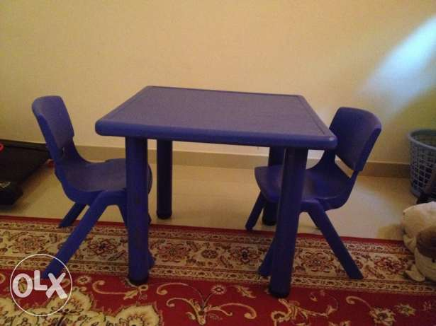 Two kids chairs with table for sale مسقط -  2