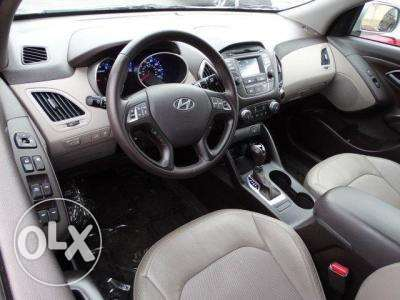 TUSCON 2.0L - full Service lady owned - 4WD - ACCIDENT FREE