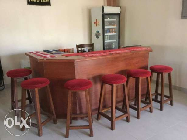 Bar with stools, Captain's chair and glass fronted drinks fridge مسقط -  3