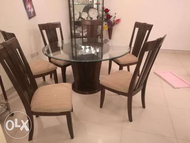 Dining table + 5 chairs