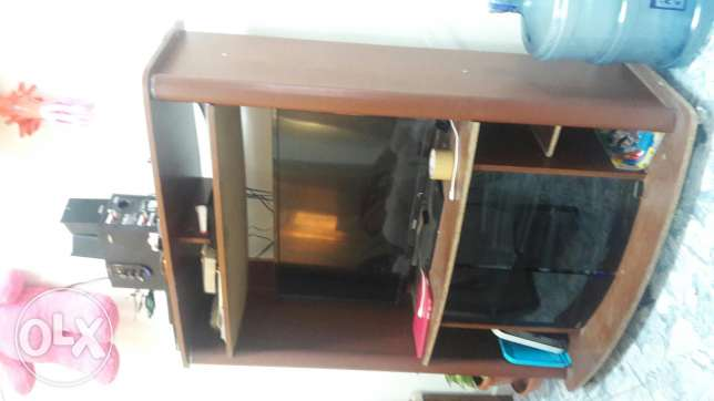 Tv stand for urgent sale بوشر -  2
