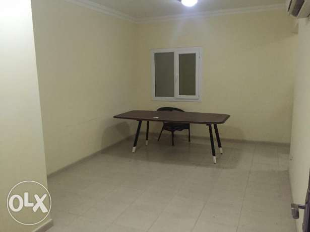 flat for rent in almawaleh north near to vegetable souk السيب -  2