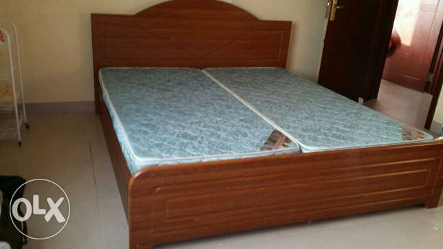 1 Queen Size Bed, 1Single Bed, 3 Single Mattress,2 Door Cupboards-2Nos مسقط -  3